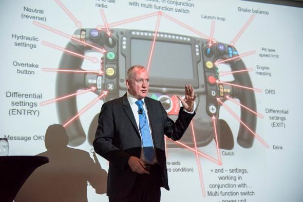Mark Gallagher bei seinem Vortrag während des European Label Forum der FINAT.
