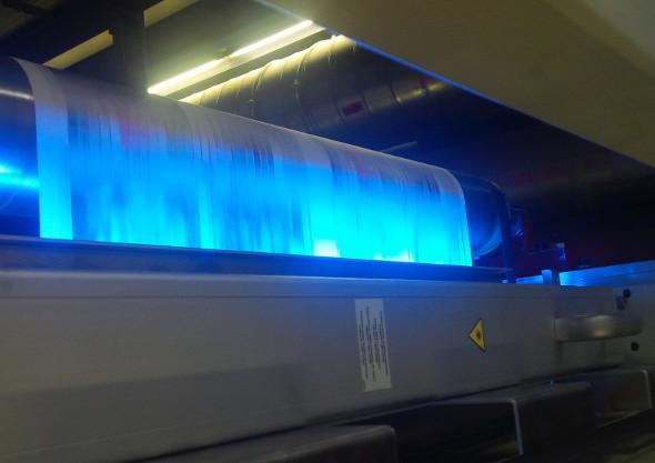Für die Tests auf der Wifag OF-7 kam ein LEDcure-System vom Typ LUV 80 von IST METZ zum Einsatz.